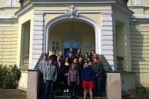 Studenti navštívili stání u soudu.