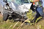 Následky smrtelné nehody na silnici I/43 u Opatova.