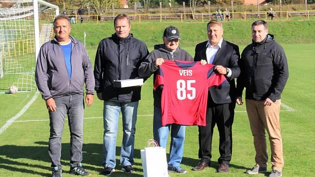 Oldřich Veis byl uveden do síně slávy krajského fotbalu.