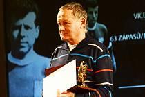 Nejen na pódiu při přebírání ocenění můžete potkat Pavla Daňka. Jeho životním prostorem je totiž trenérská lavička.