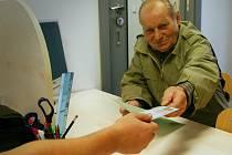 Výměnu starého občanského průkazu na poslední chvíli neponechal Miroslav Maivald ze Svitav (na snímku).