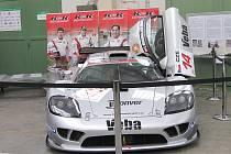 Závodní automobil viděli návštěvníci litomyšlské technické školy při dni otevřených dveří.