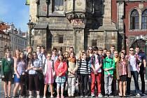 ŠKOLÁCI Z LITOMYŠLE vyrazili pro ocenění do Prahy na ministerstvo školství.