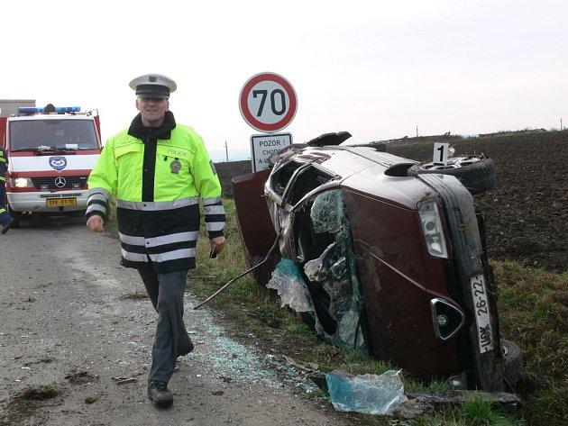 Děsivě vypadající havárie komplikovala v úterý odpoledne provoz na silnici z Litomyšle u Němčic