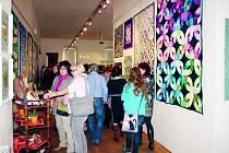 Patchwork rozzářil muzeum pestrobarevnými barvami. Na výstavě je k vidění kolem sedmdesáti prací.