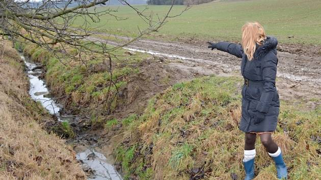 Odkud teče špína do pramene potoka Fiala má starostka Morašic Hana Šťěpánová jasno.