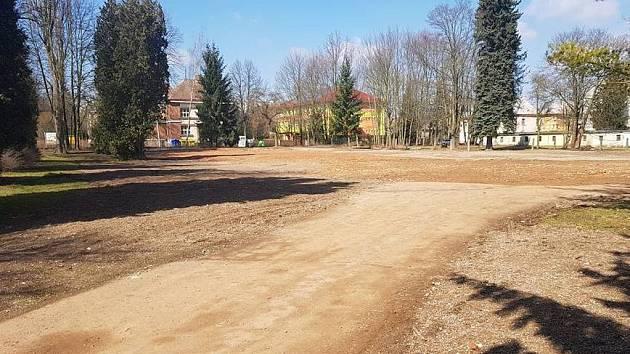 Na pozemku po bývalé dětské poliklinice chce kraj postavit novou moderní budovu nemocnice nálsedné péče.