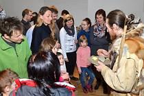 Unikátní vernisáž. Kdo dorazil do Regionálního muzea v Litomyšli, tak nelitoval. Mohl obchodovat na pravěkém tržišti či vidět oblečení a vybavení pravěkých lovců.