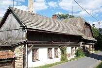 Bývalý hostinec U Králů v Kamenných Sedlištích čp. 29, kde F. Rovenský st. začal s výrobou sodové vody