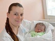 ADAM BETYÁR. Narodil se 6. dubna Lucii Halmové a Janu Betyárovi ze Svitav. Měřil 49 centimetrů a vážil 3,25 kilogramu. Má brášku Jana.