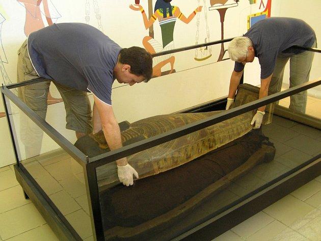 Mumie muže namísto Hereret.