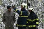 Lubomír Pakosta, velitel zásahu hasičů, hovoří o situaci na objížďce hřebečského tunelu.