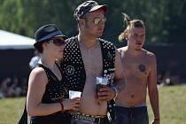 FEST POD PAROU. Jedenáctý ročník festivalu přitáhl na louku pod Hřebčí tisíce vyznavačů punkové muziky.