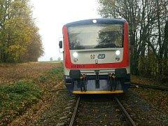 Lidé z vlaku jeli nakonec domů hasičským autem.