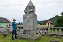 Památník osídlení vznikl přetvořením původního památníku obětem první světové války. Po odkrytí betonových desek ukázal skutečnou podobu.
