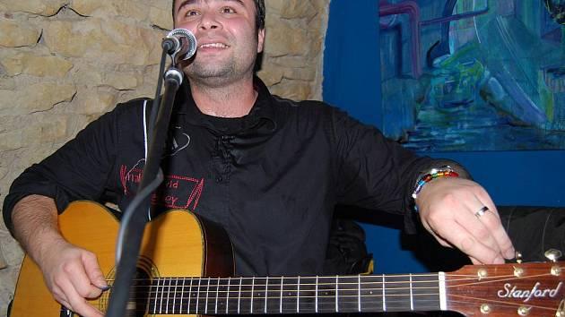 Hudebník Zdeněk Bína zahrál v Litomyšli.