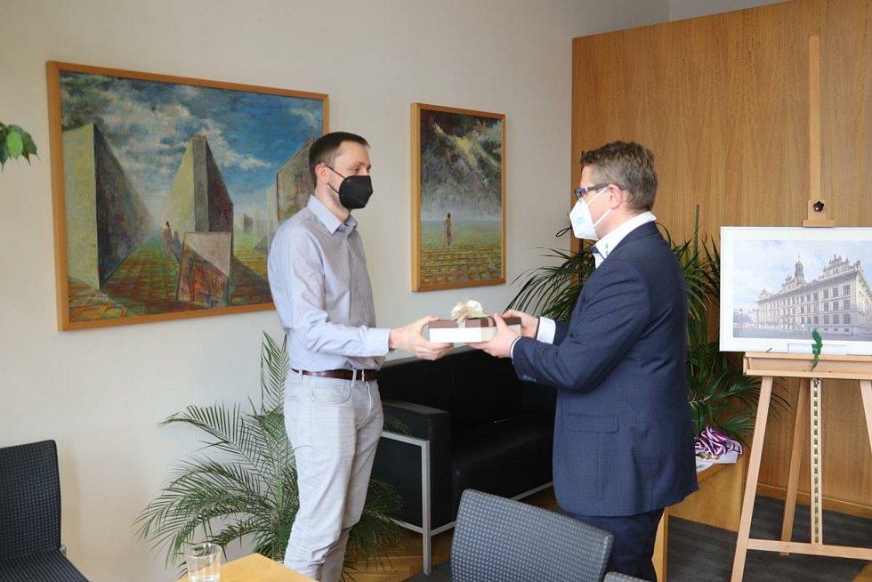 Jan Vávra z pedagogické školy v Litomyšli se stal Ámosem Sympaťákem v 28. ročníku ankety Zlatý Ámos.