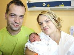 ISABELLA  HRNČÍŘOVÁ. Rodiče Michaela a Michal z Vidlaté Seče se od 2. června radují z narození dcerušky. Ve svitavské porodnici jí navážili 3,1 kilogramu a naměřili 49 centimetrů. Tatínek byl mamince u porodu  oporou.