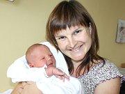 VENOUŠEK JAKOUBEK. Rodina Martiny a Petra a sedmileté Petry a dvouleté Lucinky se 20. září v 17.25 hodin rozšířila o chlapečka. Sestřičky v nemocnici  mu navážily 3,72 kilogramu a naměřily 51 centimetrů.