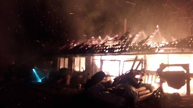 Velký požár domu a dílny v Mikulči.