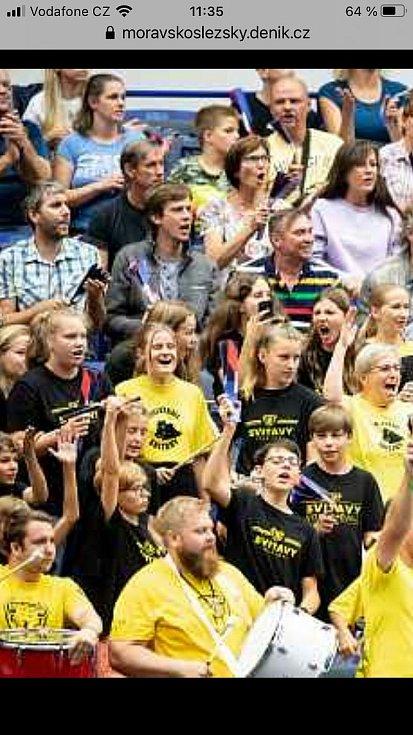 Desítky fanoušků ze Svitav podpořily české volejbalisty na mistrovství Evropy.