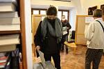 V Litomyšli lidé volili taky v městské knihovně.