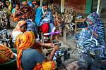 TŘI MĚSÍCE V BANGLADÉŠI strávila trojice studentek. Ač se to zdá neuvěřitelné, plnily si tu svou studijní praxi. Jejich domovem se stala vesnička Thanapara a místní organizace, která se mimo jiné zabývá výrobou fair trade textilu.
