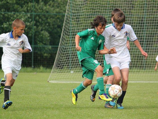 Moravskotřebovský Slovan (v bílých dresech) dotáhl svoji spanilou jízdu turnajem až k prvenství.