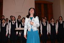 Dívčí sbor Mito Choir a Kokos z pedagogické školy Litomyšl.