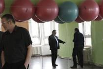 NOVÉ PROSTORY. Budova nabízí i dílnu pro modeláře nebo zrcadlový sál s balóny pro taneční a jiné pohybové aktivity. Návštěvníky provedli zaměstnanci Tramtáryje.