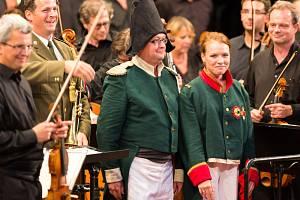 Na nádvoří zámku v neděli zazněla Slavnostní předehra 1812 jako tečka za 54. ročníkem.