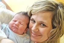 JAKUB ŠMEJC. Klučina se narodil v Litomyšli 22. března v 17.22 hodin. Vážil 3,55 kilogramu a měřil 52 centimetrů. Tatínek Jakub si na příchod syna počkal přímo na porodním sále a podpořil manželku Zuzanu. Doma ve Skutči se na brášku těší roční Dominik.