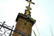 U silnice z Lažan do Morašic se nachází jeden z křížů, který nechala obec opravit. Další najdete  v Korouhvi nebo v Koclířově. Proč je předci postavili, bývá opředeno tajemstvím.