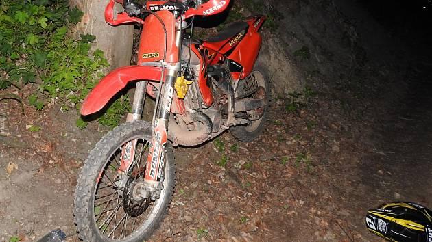 Motorkáři hrozí za nehodu u Srnčí až tři roky vězení