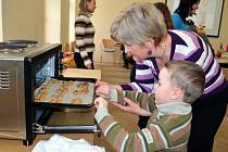 Jak se lidé dříve připravovali na Velikonoce, se dozvědí návštěvníci poličského muzea. Při zahájení  výstavy děti i dospělí vyráběli velikonoční dekorace.