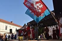 Na zámku v Moravské Třebové začala v sobotu letošní turistická sezona. K vidění byl dobový jarmark, bujaré tanečnice, vystoupil kat a své umění předvedl i fakír.