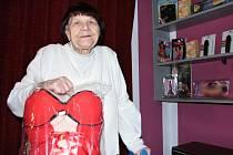 Devadesátiletá paní Marie Moučková provozuje sexshop již dvanáctým rokem.