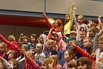 Během představení Jaroslava Uhlíře se obecenstvo zapojovalo a všichni společně zpívali.