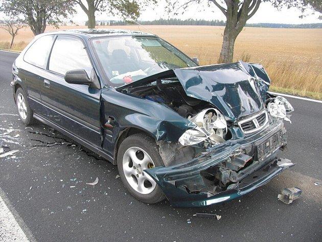 Řidič nepřizpůsobil rychlost v koloně.