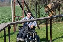 Svou fenu Kety Václav Rambousek chodí cvičit, pokud to počasí dovolí, každou neděli. V jeho zálibě ho podporuje rodina a kamarádi z kynologického klubu v Litomyšli.
