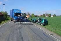 U OPATOVA se v květnu střetl osobní automobil s nákladním vozidlem. Řidič renaultu nehodu nepřežil.