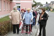 Senioři z Poličky vyrazili na pochod s názvem Seniorská stopa