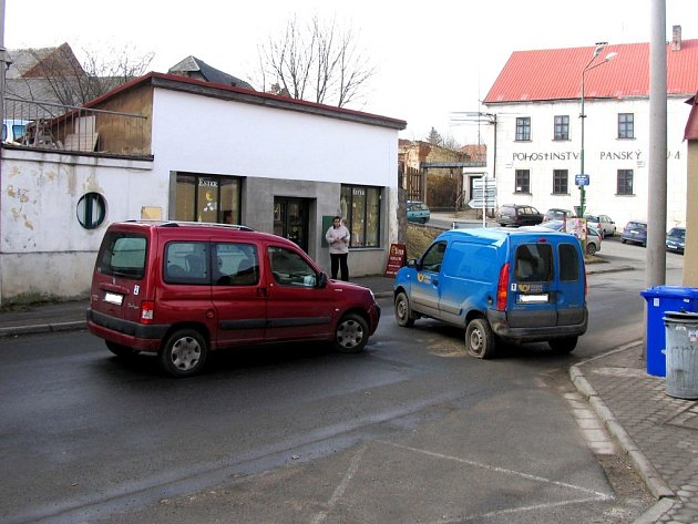 V úterý do sebe narazily vozidla v Bystrém.