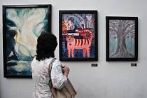 Ulička Pod Věží v pátek ožila a přivítala nová díla. Galerie Venkovka tam již popáté představila obrazy místních umělců.