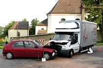 Nehoda ve Starém Městě, došlo ke střetu nákladního a osobního vozidla.