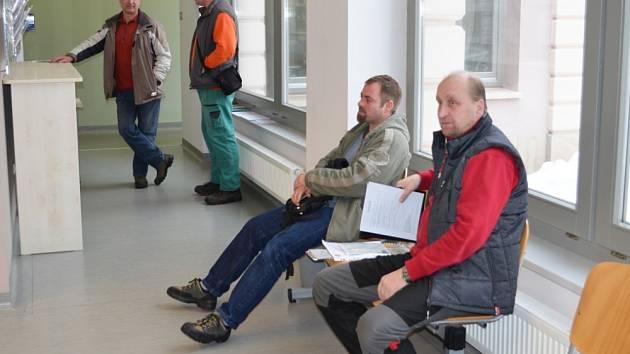 REGISTR VOZIDEL ve Svitavách  ve čtvrtek fungoval. Lidé se svými žádostmi museli chvíli počkat, ale ne dlouho.