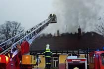 Ve středu v šest hodin ráno vyjížděli hasiči do Pusté Rybné na Poličsku k požáru starobylé evangelické fary.