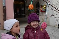 SVITAVSKÉ VELIKONOCE vypukly tradičně už ve středu. Děti se v dílničkách seznamovaly s lidovými zvyky.  Na náměstí nechyběl jarmark a zookoutek s ovečkami.