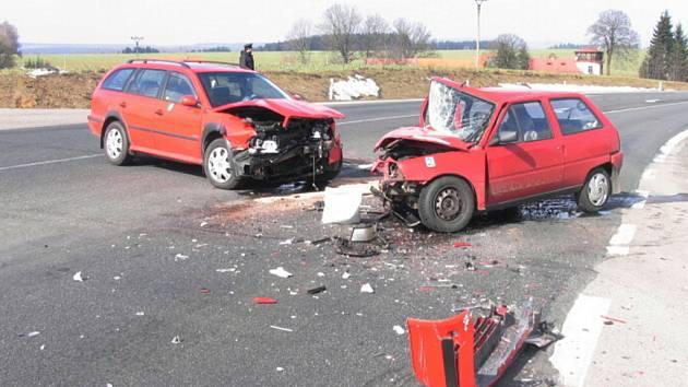 Nehoda oktávie a citroënu u Koclířova.