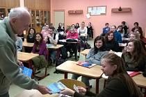 Karel Metyš besedoval se studenty Integrované střední školy v Moravské Třebové o minulosti.